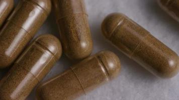 rotação de imagens de arquivo de vitaminas e pílulas - vitaminas 0121 video