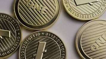 rotierende Aufnahme von Litecoin-Bitcoins (digitale Kryptowährung) - Bitcoin Litecoin 0049