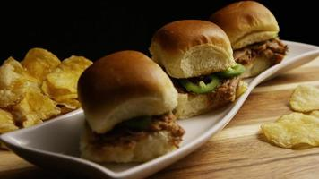 dose rotativa de deliciosas barras de porco desfiada - churrasco 106 video