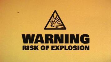 ícone de perigo de cuidado na fita de filme antigo