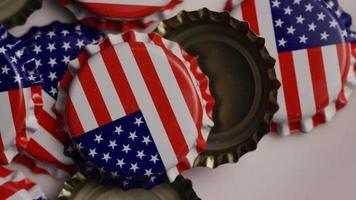 tomada rotativa de tampas de garrafa com a bandeira americana impressa nelas - tampas de garrafa 026