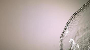 salpicaduras de agua en cámara ultra lenta (1,500 fps) sobre una superficie reflectante - salpicaduras de agua 004