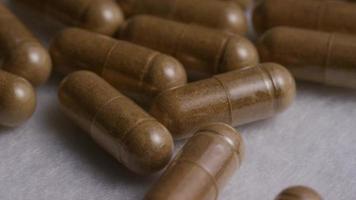 Imágenes de archivo giratorias tomadas de vitaminas y píldoras - vitaminas 0126 video