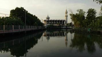 Una mezquita kup ro en bangkok, tailandia video