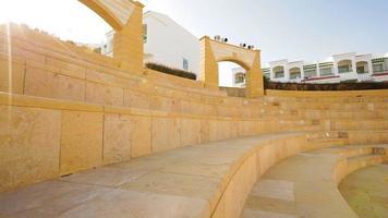 anfiteatro de pedra em um hotel