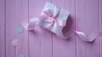 caja de regalo con cinta