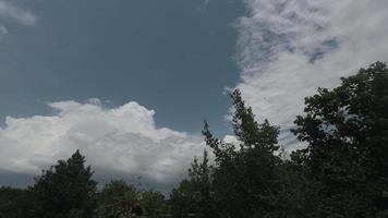 nuvole temporalesche si avvicinano