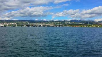 Costa hawaiana vista desde un barco 4k