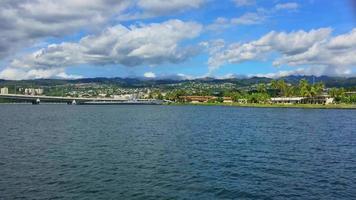 Pearl Harbor visto de um barco em movimento 4k