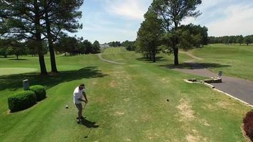 golfista, conducir la pelota, abajo, calle