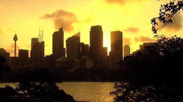 zonsondergang skyline in sydney, australië