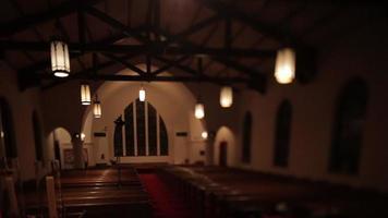 een lege kerkzaal