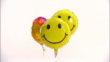balões de rosto sorridente video