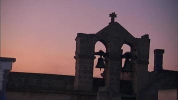 sinos de igreja de paralelepípedos