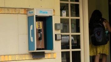 telefone público video