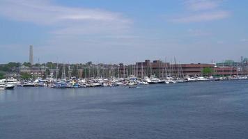 Vue sur le port de Boston depuis l'eau 4k