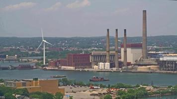 planta de energía con molino de viento 4k video