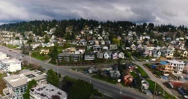 imágenes de drones sobre un gran vecindario