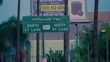 foto do foco da placa da rodovia em Los Angeles em 4k