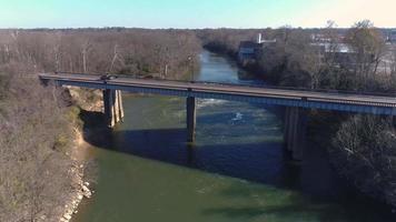 aproximando-se da ponte. video