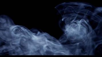 grupo de espirais e ondas de fumaça branca movendo-se da seção esquerda da cena em 4k