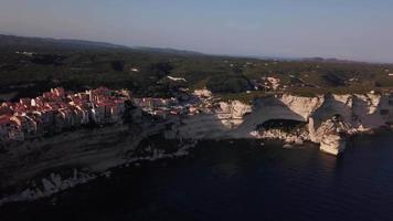 vecchia città medievale sulla barriera corallina in 4K