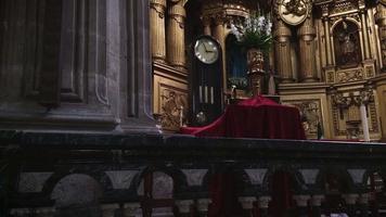 velho relógio na igreja de são francisco de asis
