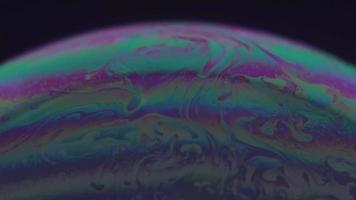 planeta burbuja esmeralda y púrpura
