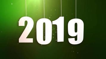 feliz ano novo 2019 números de papel branco pendurados em cordas caindo fundo verde video