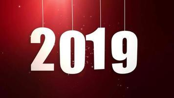 feliz ano novo 2019, números de papel pendurados em cordas caindo fundo vermelho video
