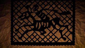 papel picoteado tradicional de jinete video