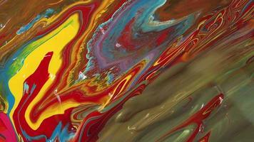mezcla de pinturas rojas, amarillas y azules