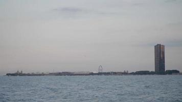Skyline von Chicago mit Lake Point Tower und hundertjährigem Rad