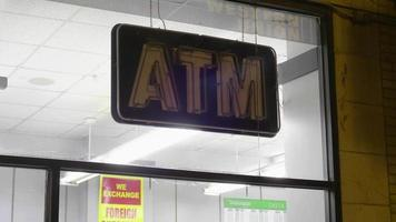 Letrero de neón de servicio de cajero automático en Chicago