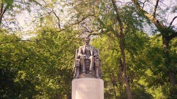 Statua di Lincoln seduto a Grant Park di Chicago video