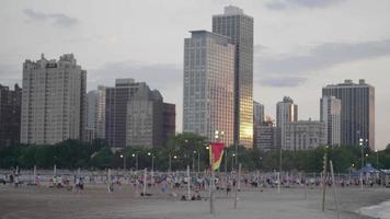 Canchas de voleibol en North Avenue Beach con hermosa puesta de sol