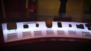 piedras antiguas de escritura cuneiforme