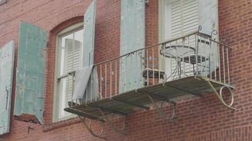 clipe portátil de varanda de ferro com mobília e luzes