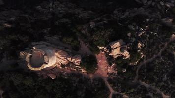 descendant vers une tour génoise en 4k video