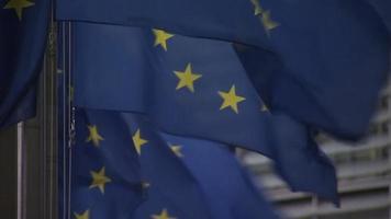 banderas europeas de cerca ondeando