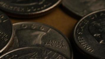 girato stock footage rotante di quartieri americani (moneta - $ 0,25) - denaro 0226