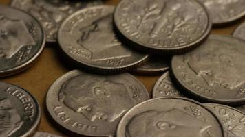 girato stock footage rotante di monetine americane (moneta - $ 0,10) - denaro 0213