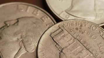 Imágenes de archivo giratorias tomadas de monedas monetarias americanas - dinero 0264 video
