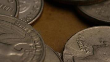 girato stock footage rotante di quarti americani (moneta - $ 0,25) - denaro 0224