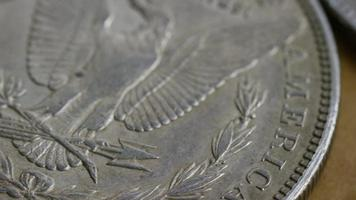 Imágenes de archivo giratorias tomadas de monedas americanas antiguas - dinero 0085 video