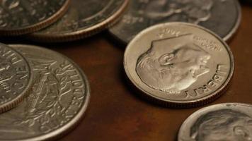 Imágenes de archivo giratorias tomadas de monedas monetarias americanas - dinero 0243 video