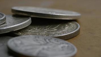 Imágenes de archivo giratorias tomadas de monedas americanas antiguas - dinero 0115 video