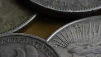 Imágenes de archivo giratorias tomadas de monedas americanas antiguas - dinero 0127 video