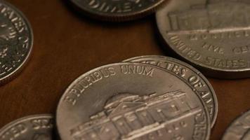 Imágenes de archivo giratorias tomadas de monedas monetarias estadounidenses - dinero 0296 video