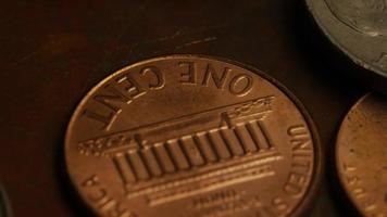 Imágenes de archivo giratorias tomadas de monedas monetarias americanas - dinero 0334 video